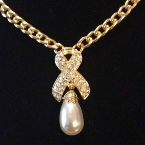 Ivana gp Crystal faux pearl necklace. EUC